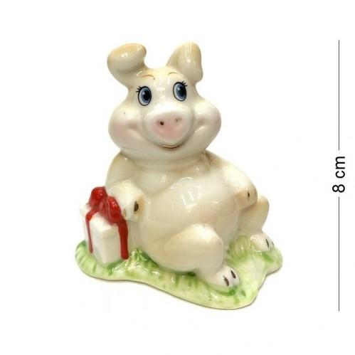 DIN3104  (1-144) Фигурка Свинка с подарком, фарфор 8*4*8см