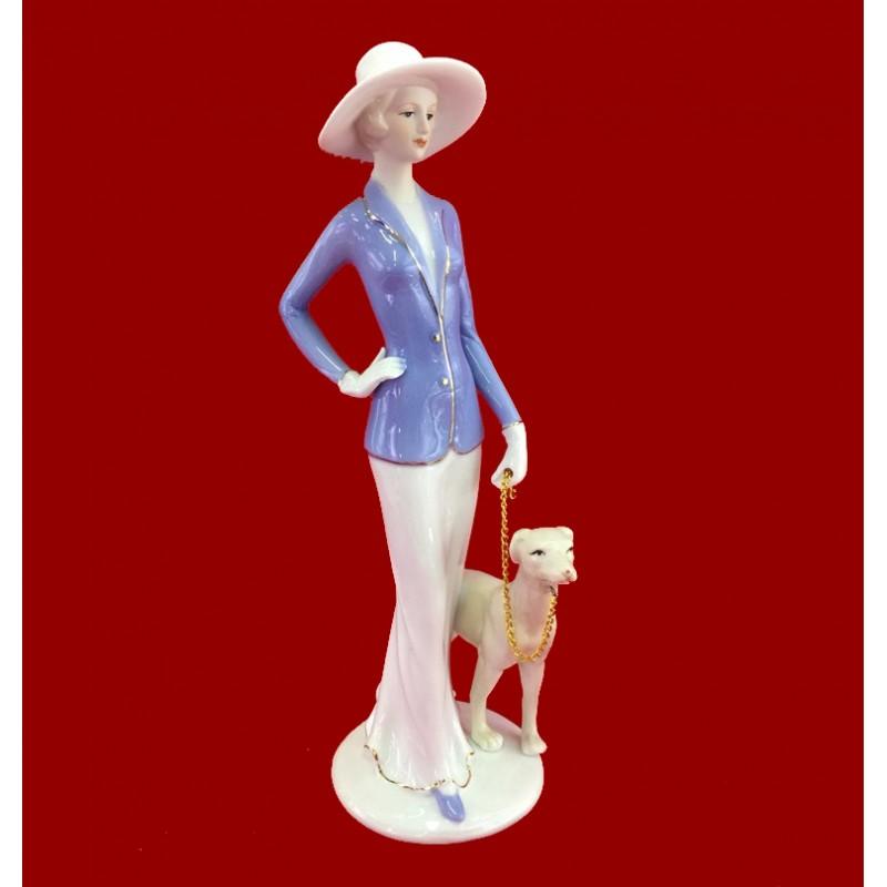 HP 068  (16) Статуэтка Дама с собакой  h=30см