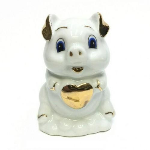 HEN27141  (1-120) Фигурка Свинка с сердечком, фарфор 6*6*9см