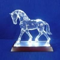 AK8271  (1-8) Лошадь с подсветкой, на зеркальной подставке, 20см