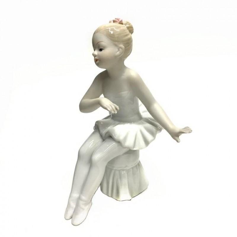 HP-CTO 47 Балерина на пуфике 9*15см